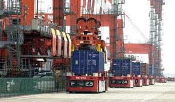 The Toyota Automated Guided Container Transport System has been selected for the 2012 Good Design Best 100. PHOTO Toyota Industries Corporation