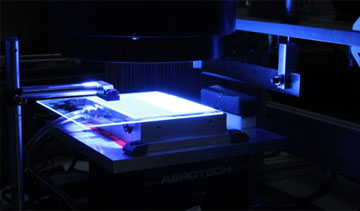 GE researchers expose a pattern in UV light to print the intricate patterns on an ultrasound probe all at once, avoiding hours of cutting and refinement. PHOTO: General Electric