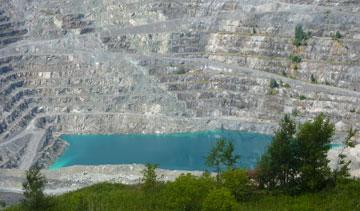 The Jeffrey open pit asbestos mine in Asbestos, Que. PHOTO Bryn Pinzgauer