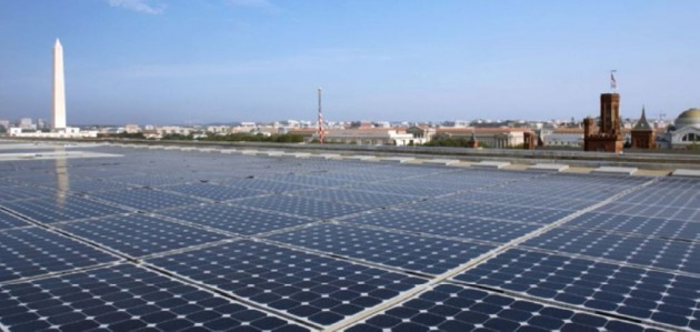 Photovoltaic array on top of the North Building of the U.S.  Department of Energy. PHOTO: National Renewable Energy Laboratory, U.S. Department of Energy, via Wikimedia Commons