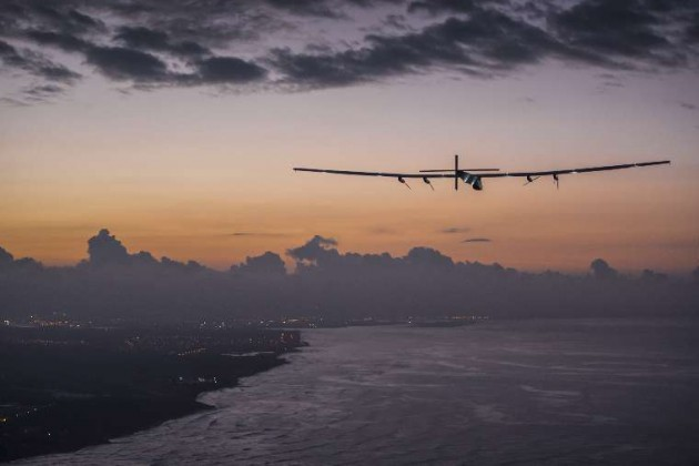 Solar Impulse 2, with André Borschberg at the controls, about to land on Kalaeloa Airport after five consecutive days airborne PHOTO Solar Impulse | Revillard | Rezo.ch