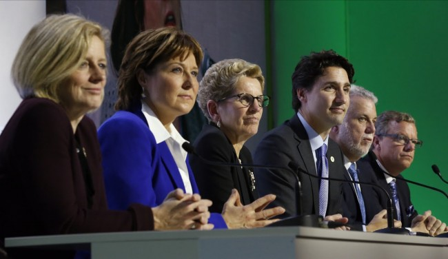 Several of Canada's Premier's with PM Justin Trudeau at the COP21. Left to right: Alberta Premier Rachel Notley, British Columbia Premier Christy Clark, Ontario Premier Kathleen Wynne, PM Justin Trudeau, Quebec Premier Philippe Couillard, and Saskatchewan Premier Brad Wall. PHOTO: Government of Canada