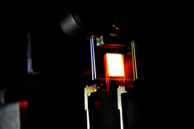 The proof-of-concept device built by MIT researchers. They say the device already achieves efficiency comparable to some compact fluorescent and LED bulbs. PHOTO: MIT