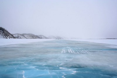 The current route between Inuvik and Tuktoyaktuk is a seasonal ice road. PHOTO: Ian Mackenzie, via Wikimedia Commons