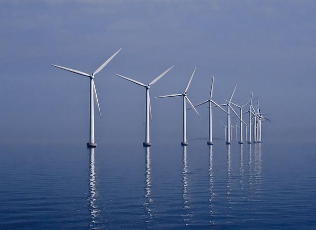 Middelgrunden Wind Farm off the shore of Copenhagen, Denmark. PHOTO: Kim Hansen, via Wikimedia Commons