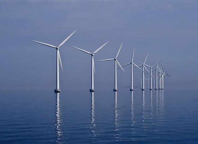 Middelgrunden Wind Farm off the shore of Copenhagen, Denmark. PHOTO: Kim Hansen, via Wikimedia Commons