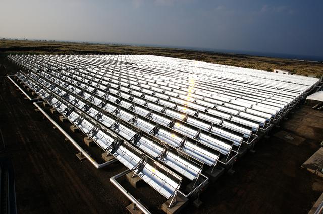 A thermal solar installation on the nearby big island of Hawaii. SolarCity's project on Kawai will use photovoltaic solar PHOTO: Xklaim, via Wikimedia Commons