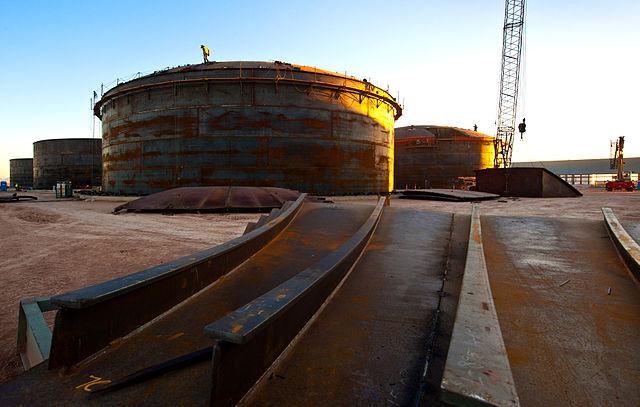Molten salt energy storage tanks under construction at Solana Generating Station in Arizon. PHOTO: Abengoa Solar