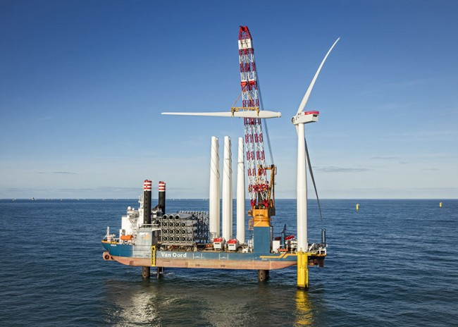 Construction crews install blades on the first of  PHOTO: Gemini Windpark