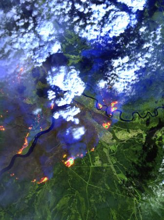 Satellite images that show the extent of the Fort McMurray forest fire as of May 4, 2016. PHOTO: CNW Group/Effigis Géo-Solutions inc.
