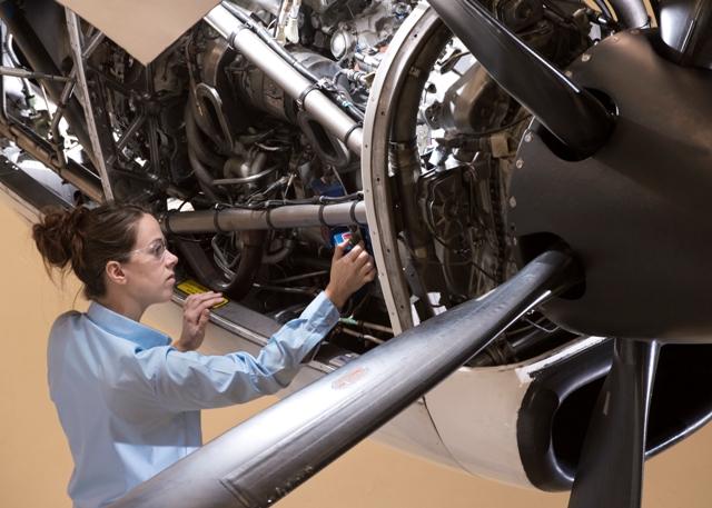 Mechanic working on_PW119 engine. PHOTO: P&W Canada