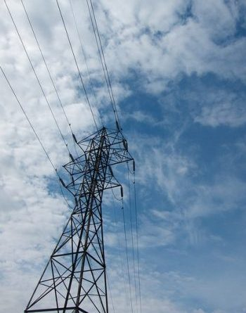 Approximately 10,000 people in 25 communities in Ontario still rely on diesel for electricity, the new project will connect 17 of the remote towns. PHOTO: BriYYZ, via Flickr