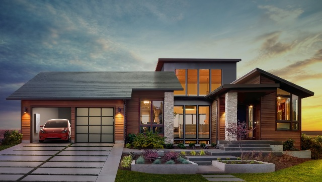 The electric car maker said the photovoltaic cells in the roof tiles will be invisible from the street. It has not yet released the cost of the new product. PHOTO: Tesla