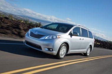 Toyota recalls 834 000 sienna minivans across north for 04 toyota sienna sliding door problems
