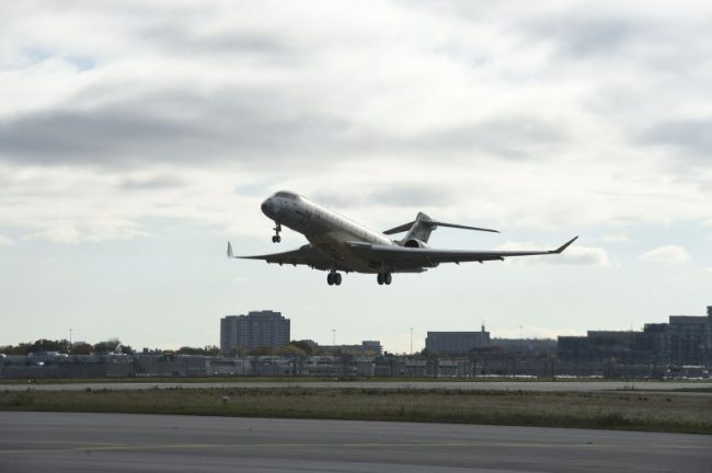 Global 7000 flight test vehicle 1 takes off from Bombardier's Toronto facility. PHOTO:Bombardier