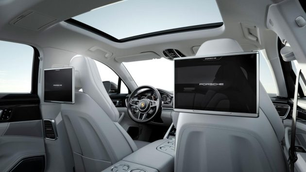 2017 Porsche Panamera entertainment consoles. PHOTO: Porsche Cars Canada