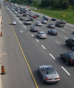 The southern stretch of Highway 404 already has HOV lanes. PHOTO: Floydian, via Wikimedia Commons