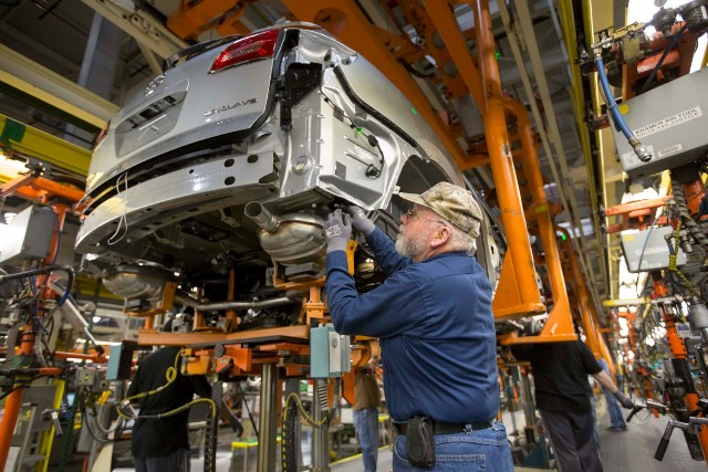 Gm Eliminating Shift Laying Off 1 100 Workers At Michigan