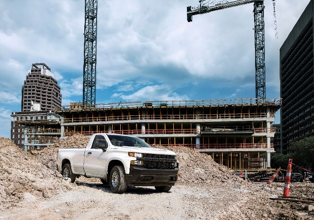 Chevy Silverado swings first blow in pickup wars